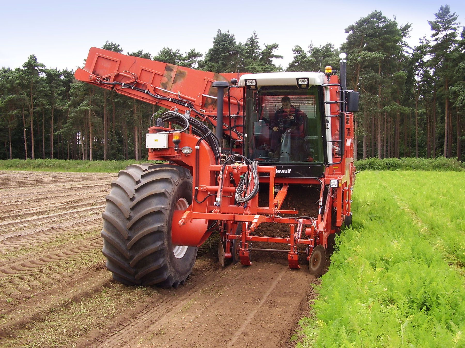 Our low ground pressure harvesting rig helps protect soil structure
